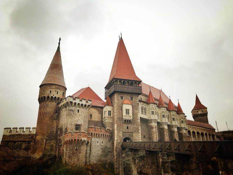 Cu fundul pe istorie Daniel Rosca Castelul Huniazilor
